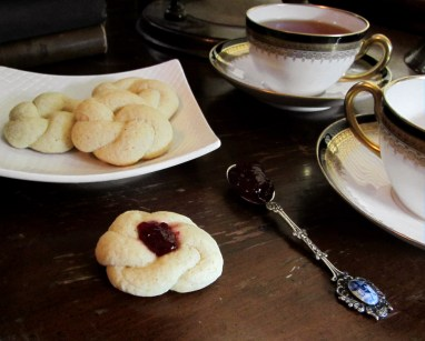 Love Knots for Tea
